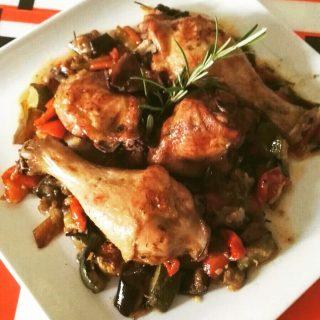 Cosce di pollo con verdure di stagione