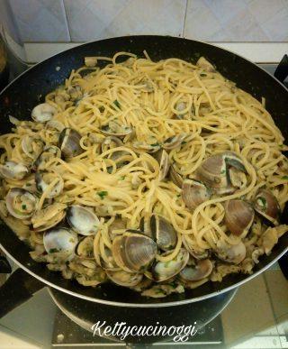 Spaghetti di Gragnano con vongole e prosecco