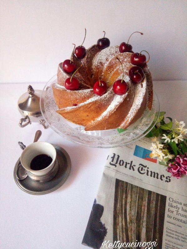Ecco qui la nostra  <i><b>Bundt cake allo yogurt e ciliege </b></i> come si presenterà al momento di essere servita.
