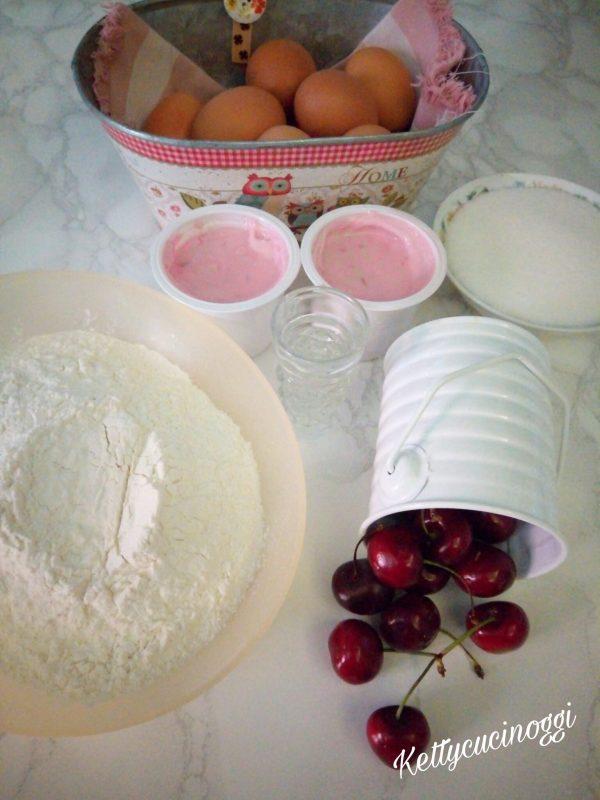 Per preparare la <i><b>Bundt cake allo yogurt e ciliege </b></i> per prima cosa laviamo 10 ciliegie, le asciughiamo e togliamo il nocciolo e le dividiamo a metà, una volta fatto questo procedimento li mettiamo nel freezer per almeno 20 minuti. Poi pesiamo tutti gli ingredienti in modo da averli pronti una volta che iniziamo.