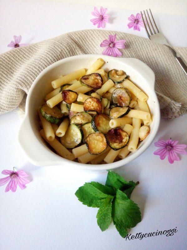 Una volta pronti i nostri <i><b> Sedanini con zucchine e colatura di alici di Cetara </b></i> si presenteranno così cremosi e saporiti, serviamo a tavola ben caldi.