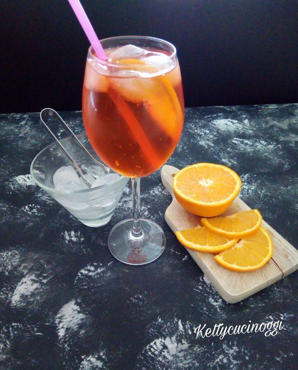 Una volta pronto il <i><b>Long drink Spritz</b></i> si presenterà così, come una bevanda fresca e dissetante.