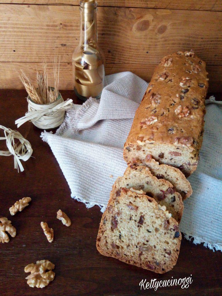 Irish soda bread con noci e uvetta