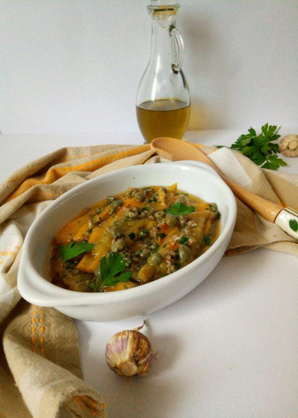 Una volta pronti mettiamo in un piatto da portata e, i nostri <i><b>Filetti di peperoni grigliati in insalata</b></i> sono pronti, per essere mangiati sia come contorno che da usare nelle bruschette.