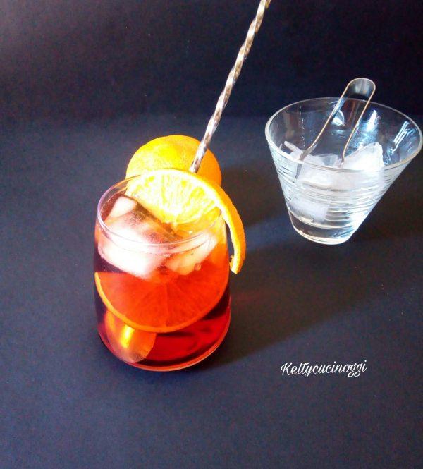 Eccolo qui il nostro <i><b>Cocktail Negroni sbagliato</b></i> fresco e pronto per essere servito e bevuto in compagnia.