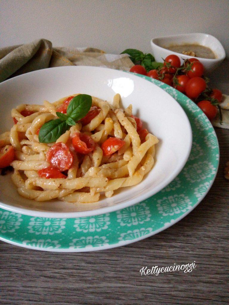 Strozzapreti con pomodorini e salsa di noci