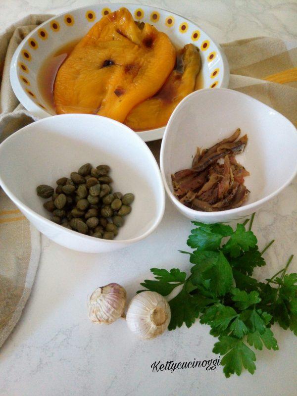Una volta puliti,  prepariamo il battuto da mettere nei filetti di <b>Peperoni</b> grigliati.