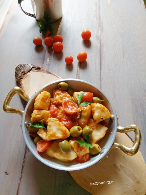 Una volta pronto il nostro <i><b>Spezzatino di merluzzo</b></i> lo serviamo ben caldo a tavola magari accompagnato con qualche bruschetta.  Ecco qui come si presenterà.