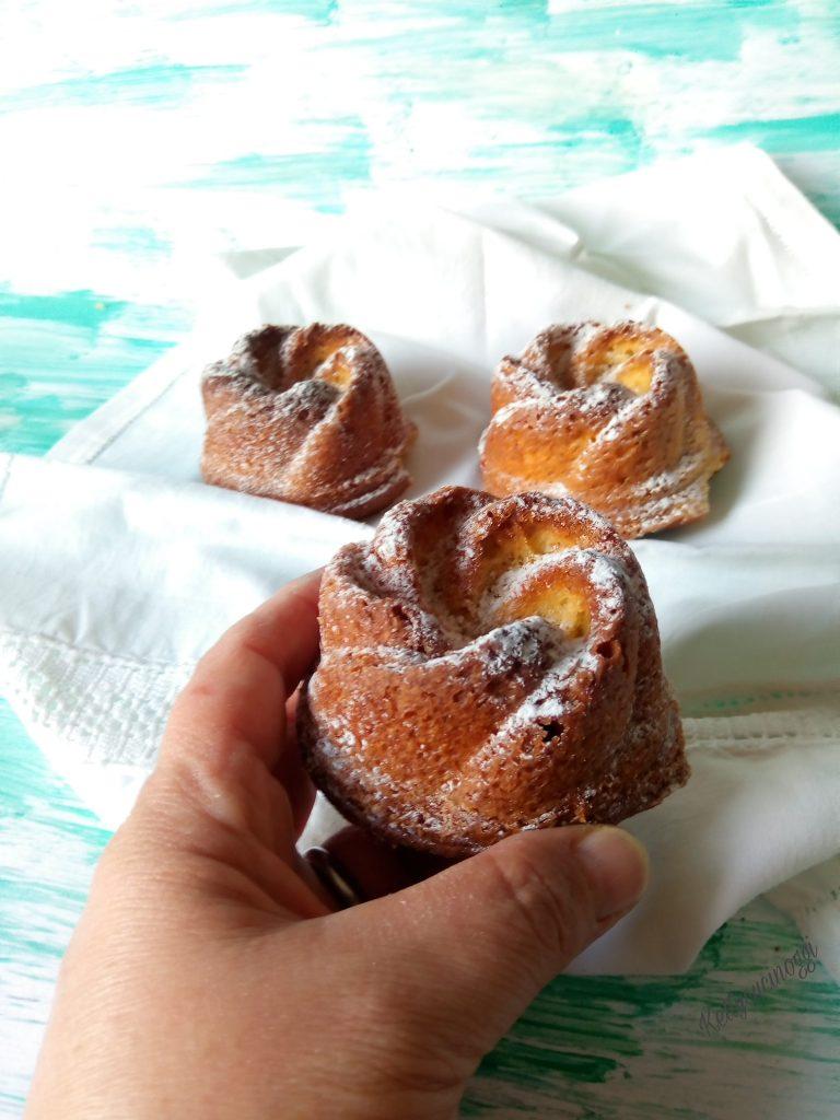 Mini bundt cake limone e pistacchio