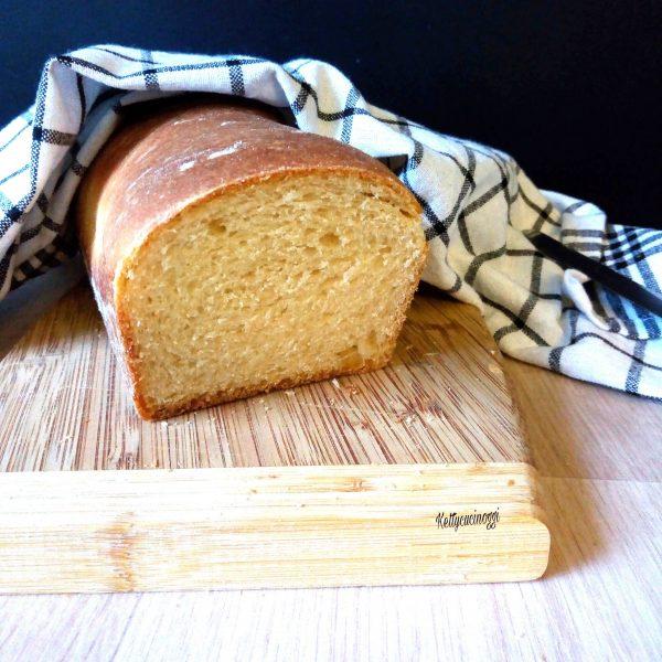 Ecco qui come si presenterà una volta cotto il nostro   <i><b>Pan bauletto integrale</b></i> adatto ad essere mangiato sia al dolce che al salato.