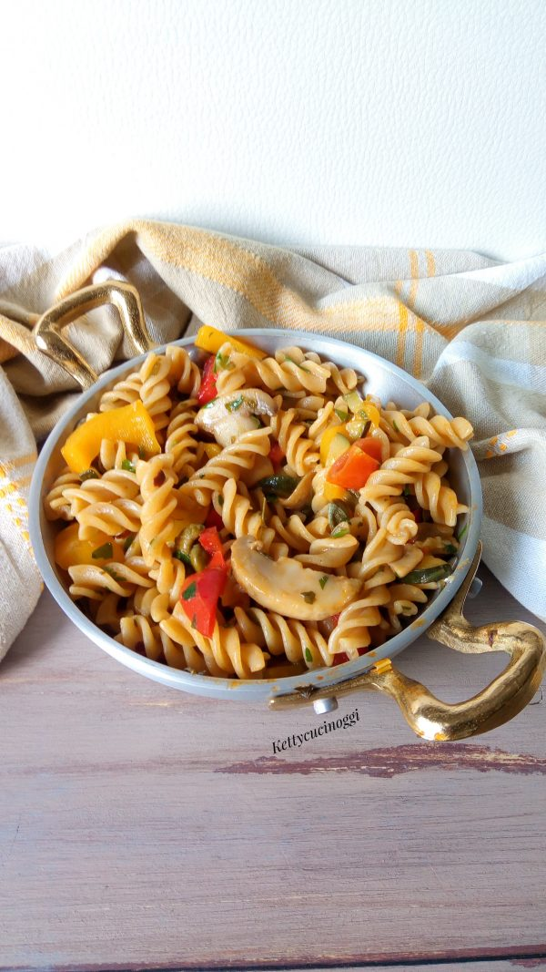 Ed ecco qui come si presenteranno i nostri <i><b> Fusilli integrali all'ortolana con ragù di verdure </b> fresche </b></i> ottimi da mangiare sia caldi che freddi.