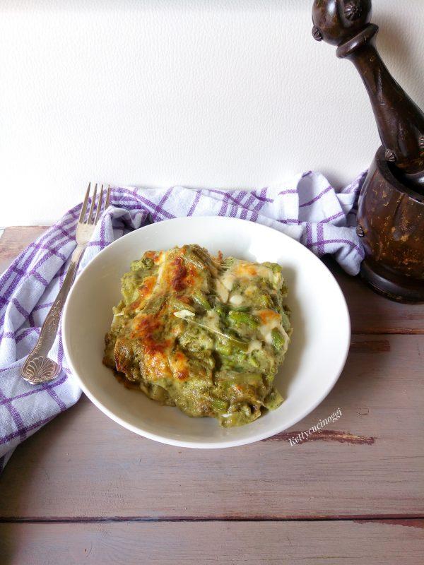 Togliere la <i><b>Lasagnetta alla ligure </b></i>  dal forno e lasciare intiepidire prima di tagliarla e portarla a tavola.