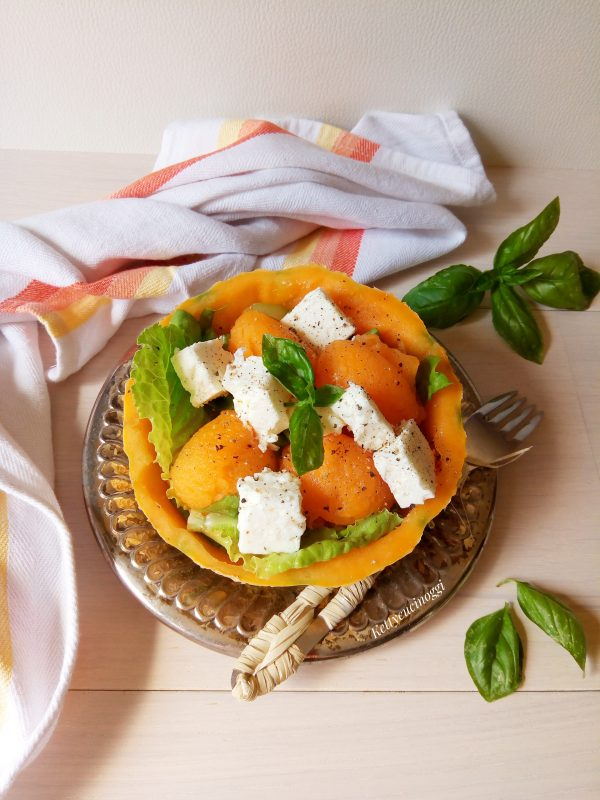La nostra <i><b> Insalata fresca di melone e feta greca </b></i> è pronta da portare a tavola, in tutta la sua freschezza.