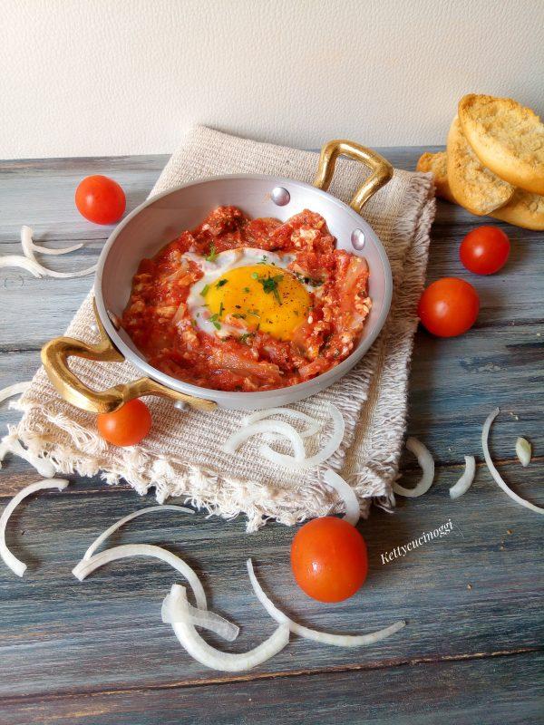 Ecco qui come si presenteranno le <i><b>uova affogate nel pomodoro</b></i>, serviamo con abbondante pane casareccio.
