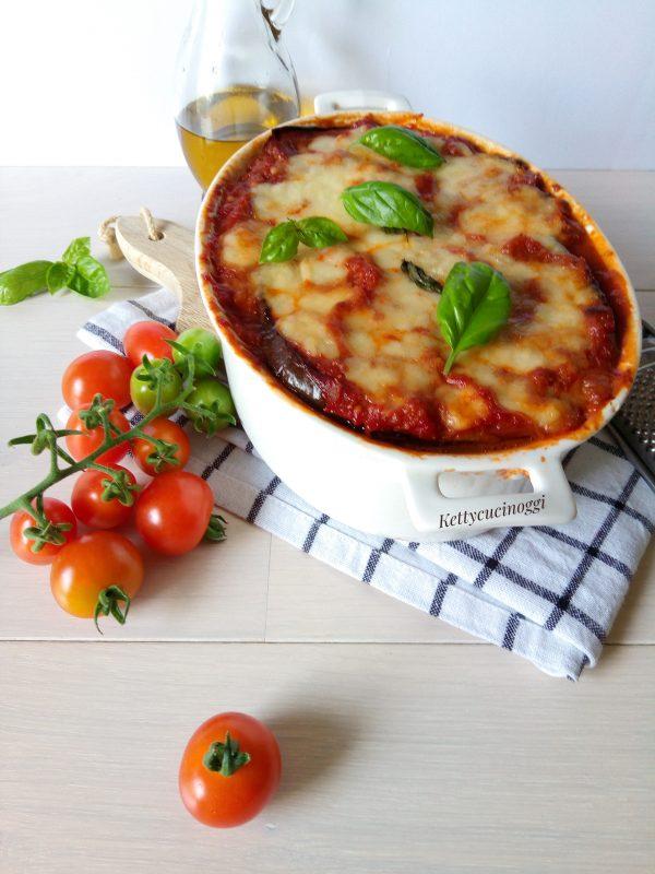 Ecco come si presentano una volta pronta le <i><b> Melanzane grigliate alla parmigiana </b></i> Lasciamo riposare fuori dal forno almeno per 15 minuti in modo da rendere più facile il taglio.