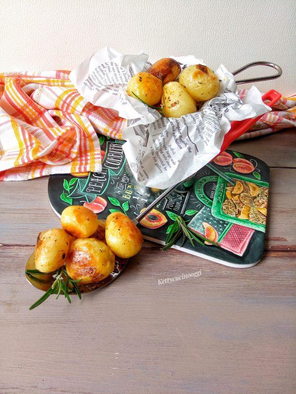 Ed ecco qui pronte le nostre le <i><b>patatine novelle al timo lime e rosmarino cotte in forno</b></i> pronte per essere servite a tavola.