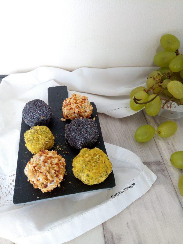 Eccoli qui i <i><b>tartufi all'uva salati</b></i> pronti da mangiare con un buon aperitivo insieme ai vostri ospiti.