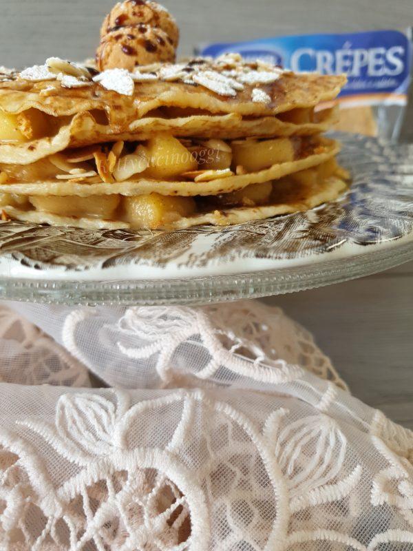 La nostra torta di  <i><b>crespelle dolci speziate alle mele</b></i> è pronta per essere mangiata in tutta la sua bontà