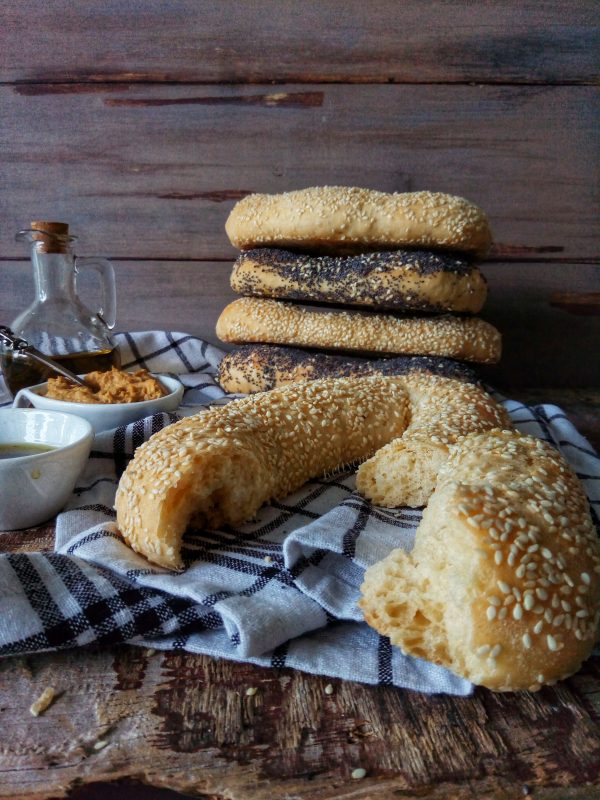 Ed ecco qui i nostri <i><b>Baygaleh (jerusalem bagels)</b></i> pronti da essere mangiati, i raccomando lasciate intiepidire un po' prima di assaggiarli.