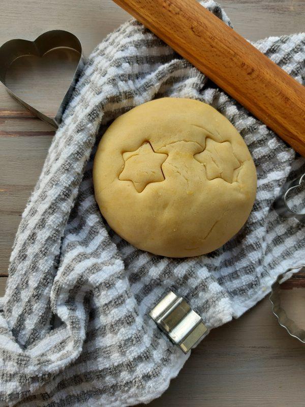 La nostra <i><b>pasta frolla all'olio senza riposo in frigo</b></i> è pronta subito per essere stesa.