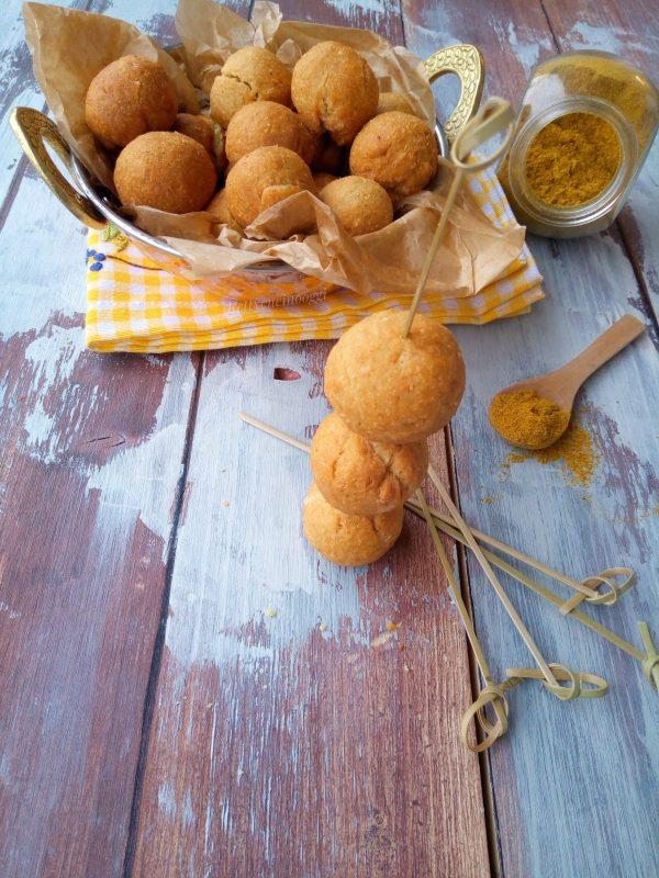 Le nostre <i><b>Castagnole salate alla curcuma</b></i> sono pronte e possiamo mangiarle calde cosi semplicemente, oppure accompagnati da salumi misti.
