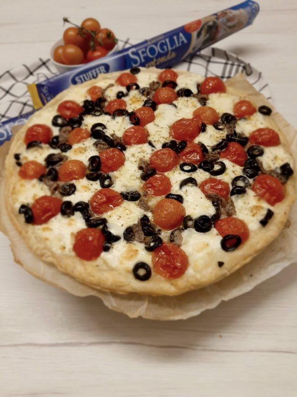 Ecco qui la nostra <i><b>torta alla caprese salata</b></i> pronta per essere gustata in tutto il suo sapore mediterraneo.
