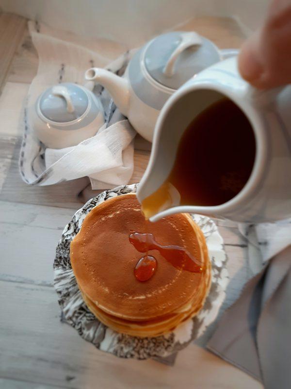 Ecco qui i pancake panna e cardamono pronti per la nostra colazione, noi li abbiamo gustati con un filo di miele.