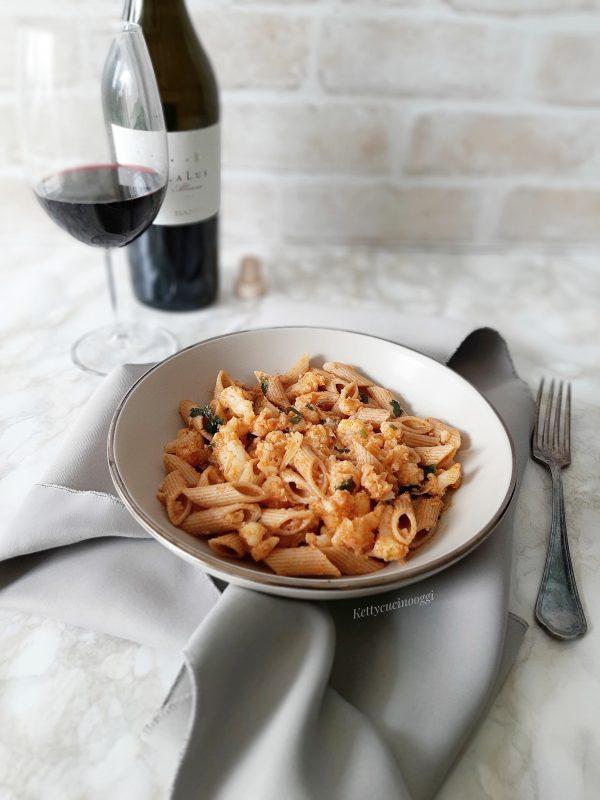 Portare a tavola ben caldi con una spolverata di ricotta salata, accompagnata con un buon vino rosso amabile.