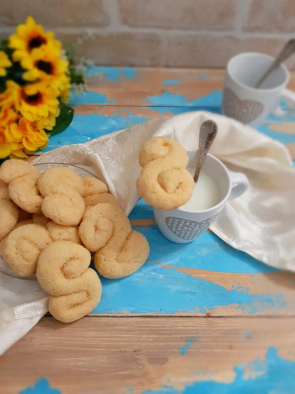 I nostri <i><b>biscotti allo yogurt inzupposi</b></i> sono pronti per essere tuffati dentro una buona tazza di latte.