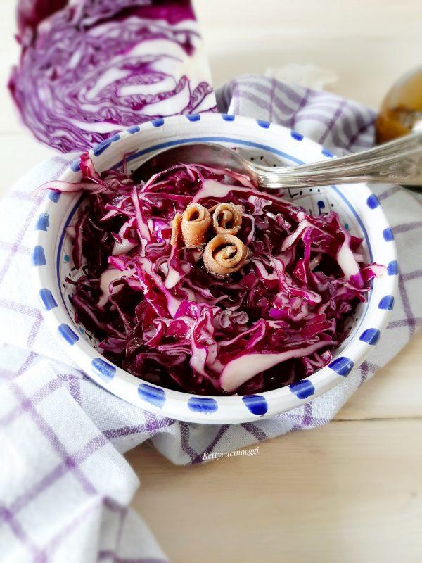 La nostra insalata è pronta per essere portata a tavola, un contorno gustoso e tutto colorato.