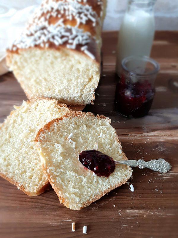 Oggi la mia colazione sarà cosi, con un delizioso panbrioche e marmellata.