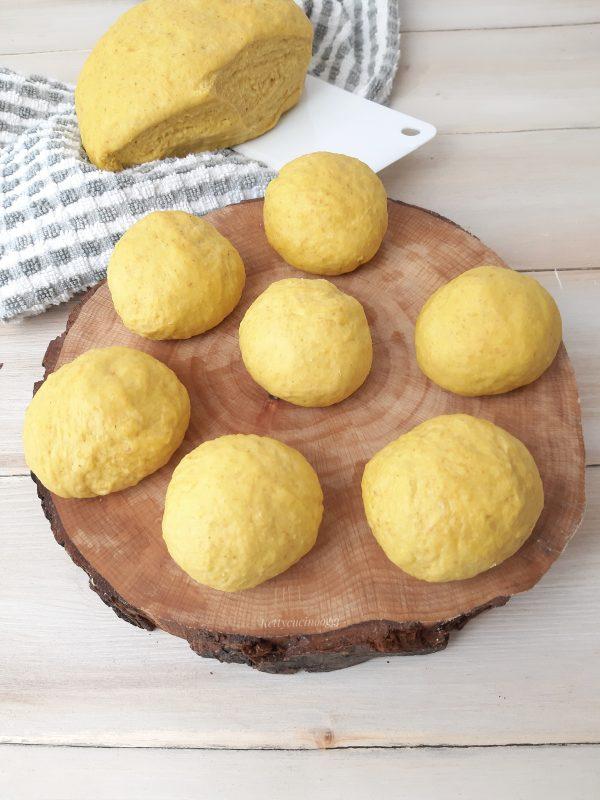 Formiamo i <b>panini</b>  circa 30 g di peso per ognuno.