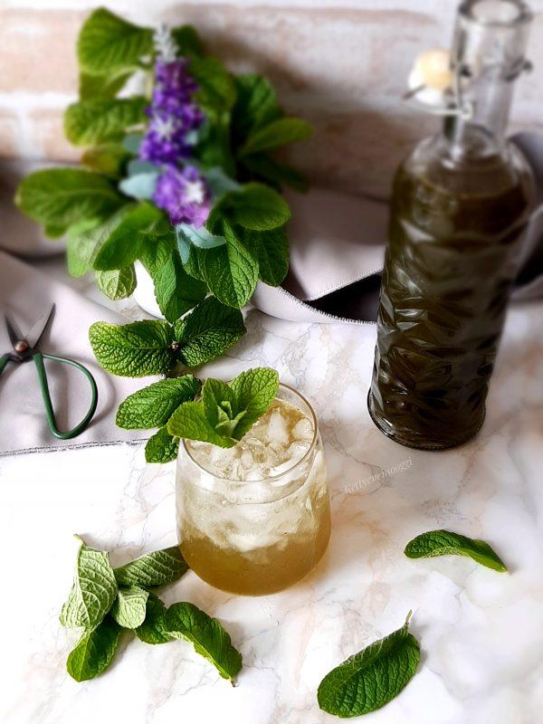Lo sciroppo può essere utilizzato per aromatizzare bibite, gelati, preparare granite ghiaccioli e dolci.