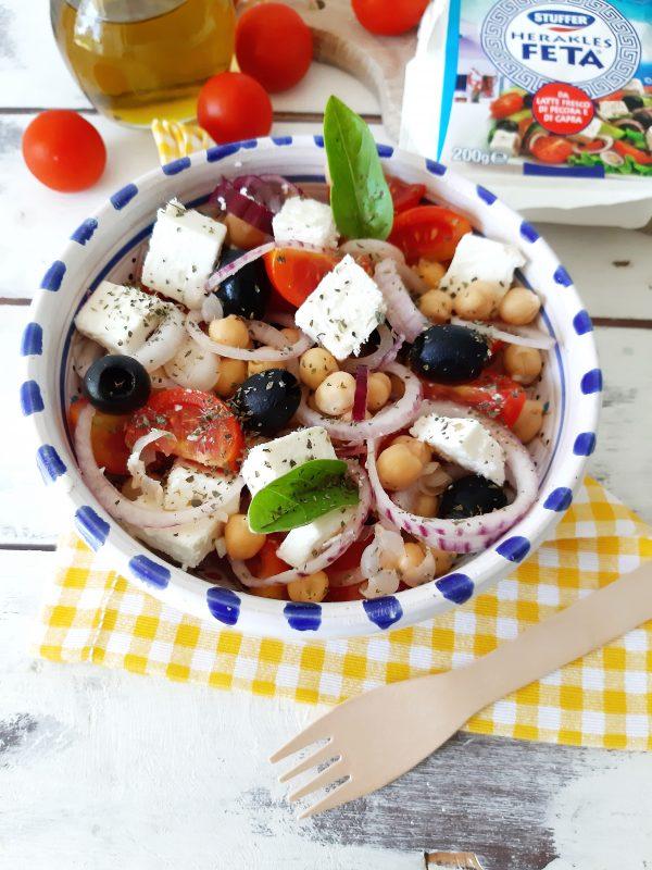 Ecco qui la nostra insalata pronta per essere portata a tavola, accompagnatela con dei crostini di pane.