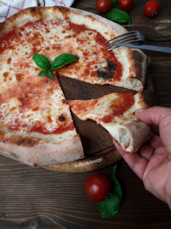 Sforniamo impattiamo e gustiamo la nostra pizza al piatto.