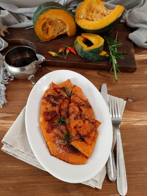 La zucca fritta alla siciliana è buona sia servita calda che tiepida.