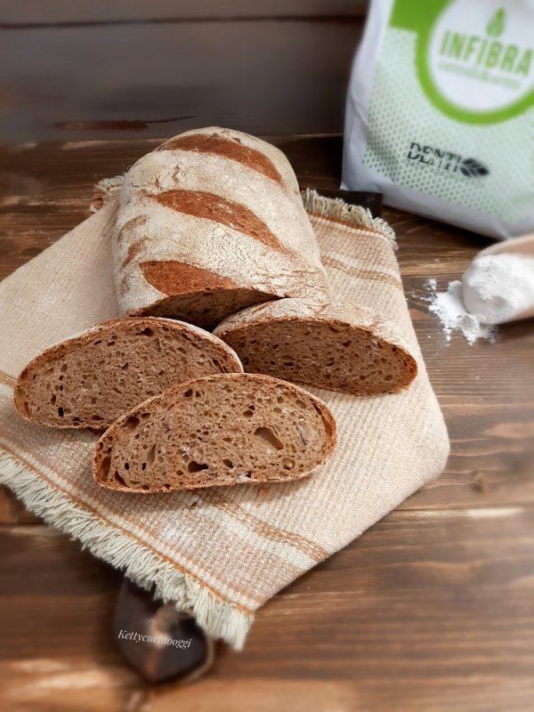 Il nostro pane è pronto per essere affettato e portato a tavola.