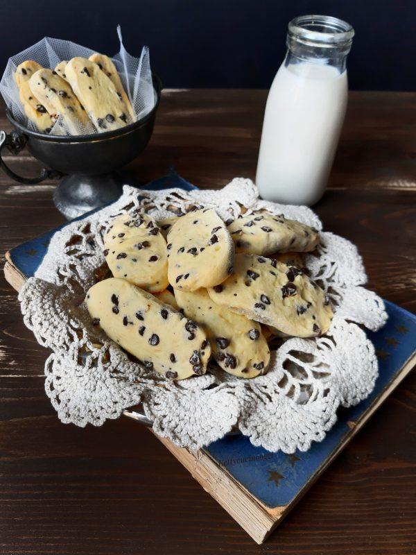 I nostri biscotti sono pronti, vi consiglio di lasciarli raffreddare prima di mangiarli.