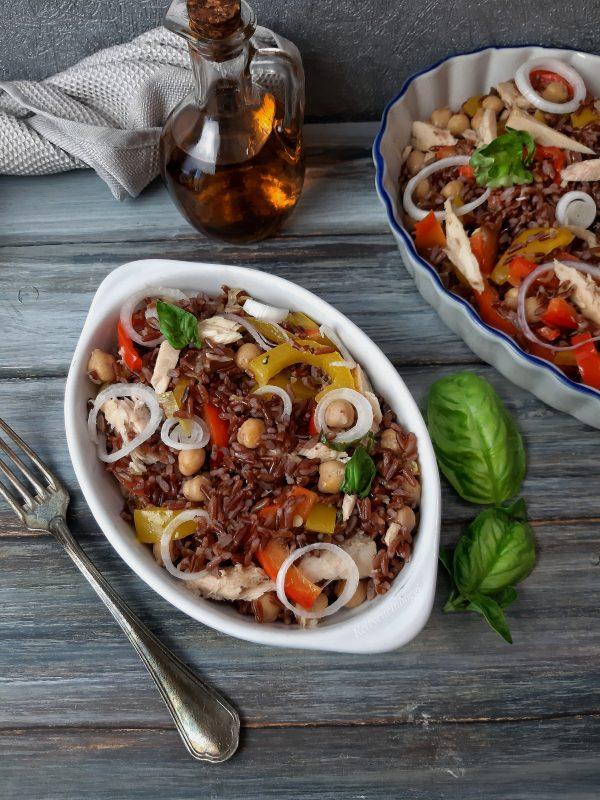 La nostra insalata è pronta per essere servita a tavola.