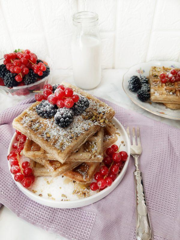 Una volta pronti i nostri i nostri waffles guarniamo con gli ingredienti sopra indicati, oppure a vostro piacimento.